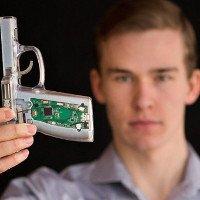 Chàng trai 18 tuổi chế tạo súng thông minh