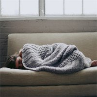 Chất lượng giấc ngủ cũng liên quan đến độ dày mỏng của chiếc chăn mà bạn đắp
