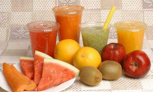 Chỉ uống nước ép hoa quả là chưa đủ