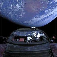 Chiếc Tesla Roadster phóng lên vũ trụ năm ngoái vừa hoàn thành một vòng quanh... Mặt trời