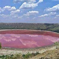 Chuyên gia bất lực, không rõ lý do hồ nước 50.000 tuổi chuyển màu hồng