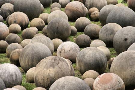Chuyện lạ về những quá bóng bằng đá 12 nghìn năm tuổi