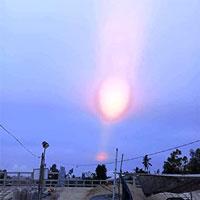 CLIP: Xôn xao vệt sáng lạ xuất hiện trên bầu trời Quảng Ngãi