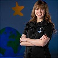 Cô gái chiến thắng ung thư sẽ bay vào vũ trụ