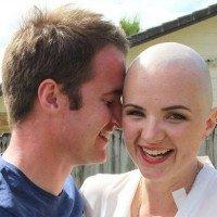 Cô gái phát hiện ung thư vú nhờ cái ôm của người yêu