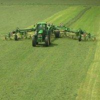 Cỗ máy thu gom cỏ lớn nhất thế giới