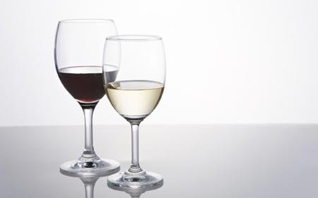 """Có phải hải sản """"kỵ"""" rượu vang đỏ?"""