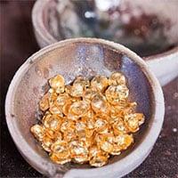 Có thể biến chì thành vàng được không?