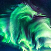 Con rồng khổng lồ trên bầu trời Iceland chính là một màn trình diễn cực quang ngoạn mục
