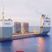 Con tàu khổng lồ có thể nâng cả tàu du lịch