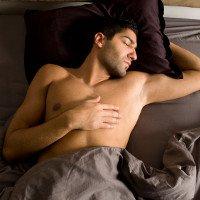 Cứ cởi trần khi ngủ đi, bạn sẽ rước bệnh vào người đấy