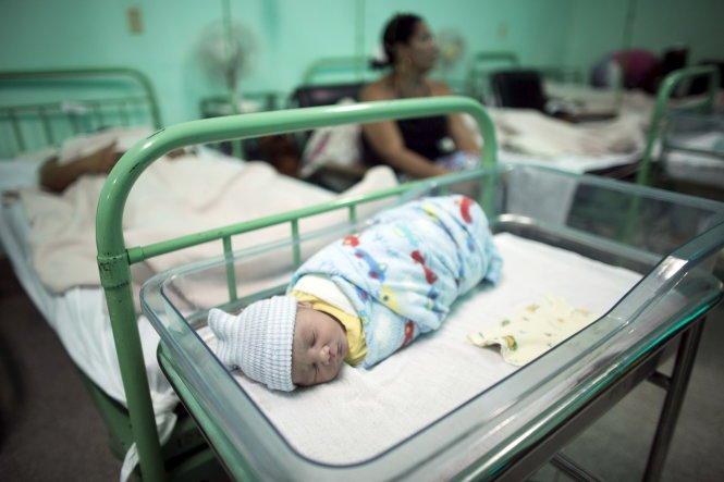 Cuba - Quốc gia đầu tiên ngăn ngừa thành công virus HIV lây từ mẹ sang con