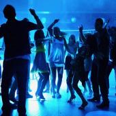 Đàn ông khiêu vũ cũng tiết lộ năng lực giới tính