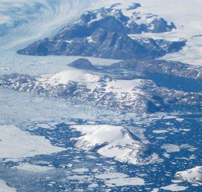 Đảo băng lớn nhất trồi lên vì biến đổi khí hậu