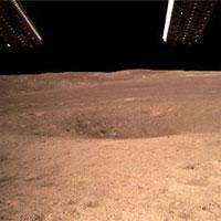 Đây là tấm ảnh đầu tiên chụp vùng tối của Mặt trăng, sáng sủa hơn hẳn tên gọi của nó