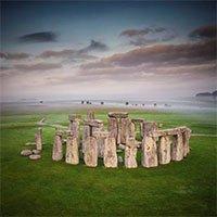 Di tích Stonehenge kì bí ở Anh bao nhiêu tuổi và từ đâu đến?