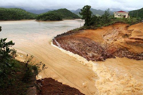 Điên Biên: Hai người chết, hàng tỷ đồng trôi theo mưa lũ