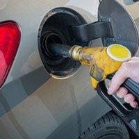 Đổ xăng đầy bình: Hỏng xe, phí tiền, ô nhiễm