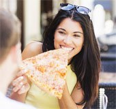 Đoán tính cách của bạn qua cách ăn pizza
