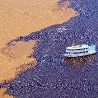 Dòng sông có hai màu nước không hòa lẫn ở Brazil