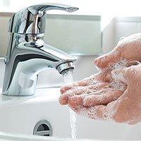Dù là đi nặng, đi nhẹ hay vào nhà vệ sinh soi gương thôi, bạn cũng nên rửa tay