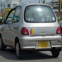 Giải mã biểu tượng kì lạ thường được dán trên xe hơi ở Nhật Bản