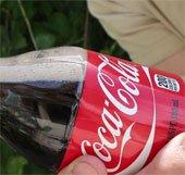 Giải thích vì sao không ăn kẹo Mentos cùng với uống Coca cola