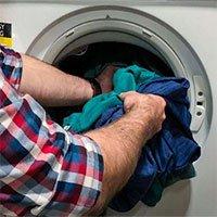 Giặt quần áo nhiều nước càng phát tán nhiều hạt vi nhựa