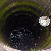 Giếng bỏ hoang bỗng nhiên nước nóng 70 độ C