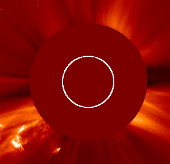 Gió mặt trời đang bay đến trái đất