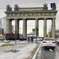 Giữa mùa hè, đường phố hoá sông băng ở Nga