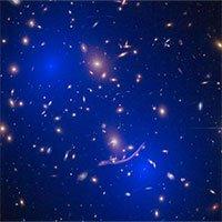 Hai cụm thiên hà chứa hàng trăm tỷ ngôi sao sắp va chạm