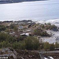 Hãi hùng cảnh cả khu đất ở Na Uy đang yên lành bị