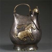 Hầm rượu cổ chứa hàng ngàn cổ vật ẩn giấu chiếc cốc tàn phế lại là