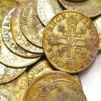 Hàng trăm đồng tiền vàng giấu trong dinh thự gần 400 năm