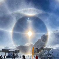 Hào quang băng sáng rực quanh Mặt Trời