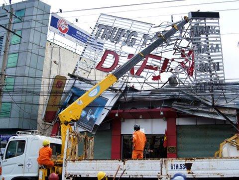 Hình ảnh: Bão Pakhar tàn phá Bình Dương