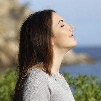 Hít thở sâu giúp giảm bồn chồn, căng thẳng