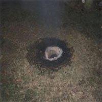 Hố sâu 1 mét cháy không ngừng khiến giới khoa học đau đầu