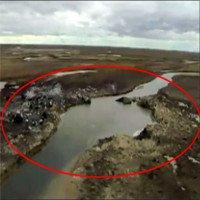 Hố tử thần 50m xuất hiện sau vụ nổ vang trời rực lửa tại Nga