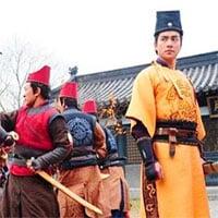 Hoàng đế nắm trong tay điểm yếu gì mà khiến thị vệ nào cũng phục tùng, không dám làm phản?