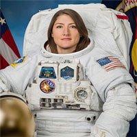 Hoạt động ngoài tàu vũ trụ đầu tiên của các nữ phi hành gia