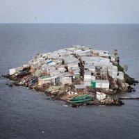 Hòn đảo bé chỉ bằng nửa sân bóng nhưng có tới 1.500 người dân sinh sống