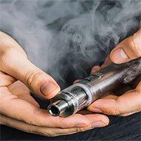 Hút thuốc lá điện tử có thể tạo ra các hóa chất độc hại làm hỏng mạch máu