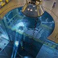 Khám phá bể bơi trong nhà sâu nhất thế giới