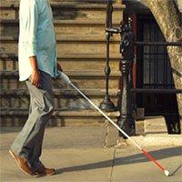 """Khám phá chiếc gậy thông minh được ví như """"đôi mắt"""" của người khiếm thị"""