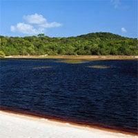 Khám phá hồ nước kỳ lạ có màu Coca Cola