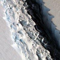 Khe nứt khổng lồ ở thềm băng Nam Cực sắp