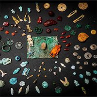 Kho báu bí ẩn trong thị trấn La Mã bị chôn vùi với trang sức, búp bê và đầu lâu thu nhỏ
