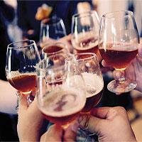 Khoa học chứng minh: Uống rượu giúp bạn nói ngoại ngữ tự tin, trôi chảy hơn